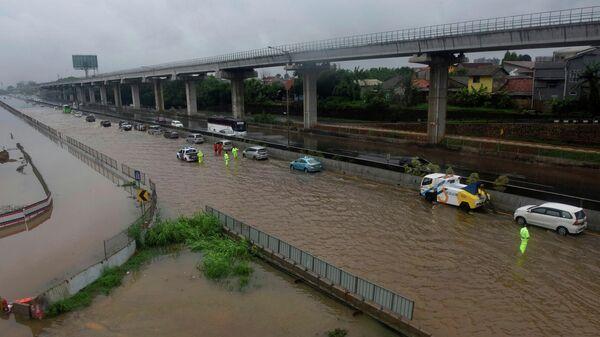 Наводнение после сильного дождя в Бекаси, недалеко от Джакарты, Индонезия, 1 января 2020