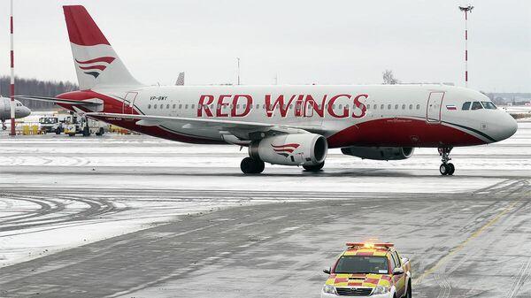 Самолет Airbus A320-232 авиакомпании Red Wings