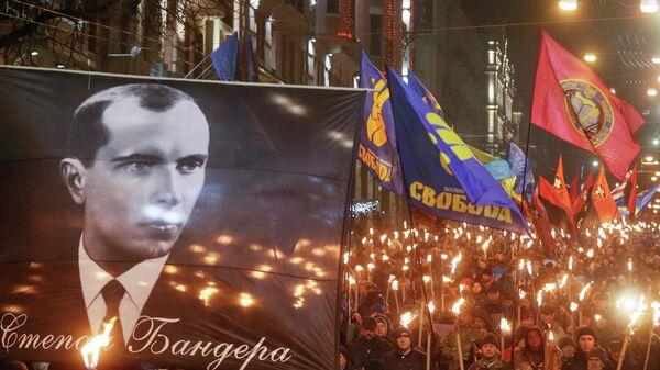 Участники факельного шествия националистов, приуроченного к 111-й годовщине со дня рождения Степана Бандеры в Киеве. 1 января 2020