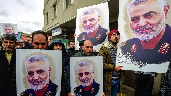 Фотографии иранского командира Касема Сулеймани