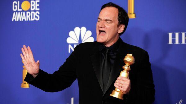 Режиссер Квентин Тарантино получил премию Золотой глобус в номинации Лучший сценарий за фильм Однажды ... в Голливуде