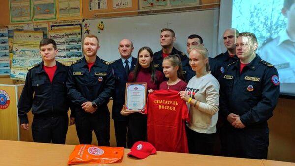 Церемония награждения 16-летней школьницы Елизаветы Шестовой, которая спасла провалившихся под лёд детей в Санкт-Петербурге