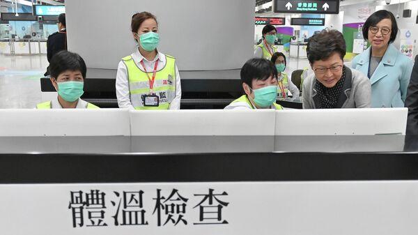 Пункт контроля состояния здоровья пассажиров на станции Западный Коулун в Гонконге