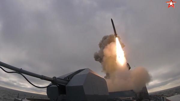 Опубликовано видео поражения цели Калибром на учениях в Черном море