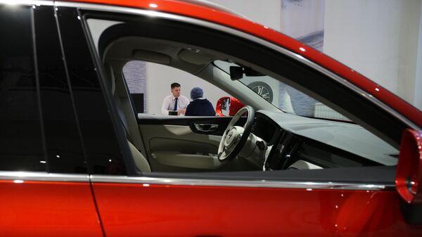Продажа автомобилей в автосалоне