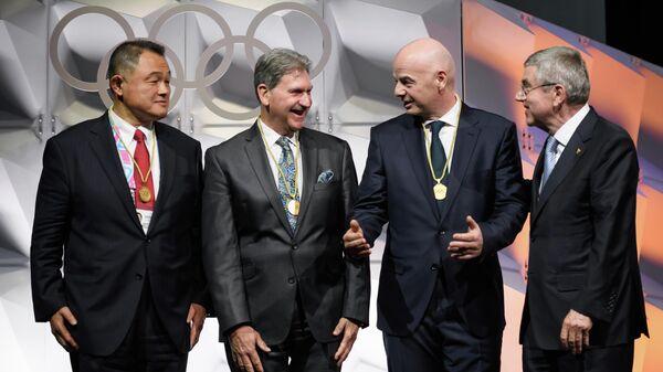 Слева направо: Председатель Олимпийского комитета Японии Ясухиро Ямасита, президент Международной федерации тенниса Дэвид Хаггерти, президент ФИФА Джанни Инфантино и  и президент МОК Томас Бах