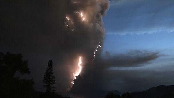 Пеплопад и вулканические молнии: извержение Тааля на Филиппинах