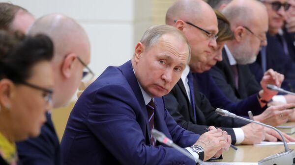 Президент РФ Владимир Путин проводит первую встречу с рабочей группой по подготовке предложений о внесении поправок в Конституцию РФ