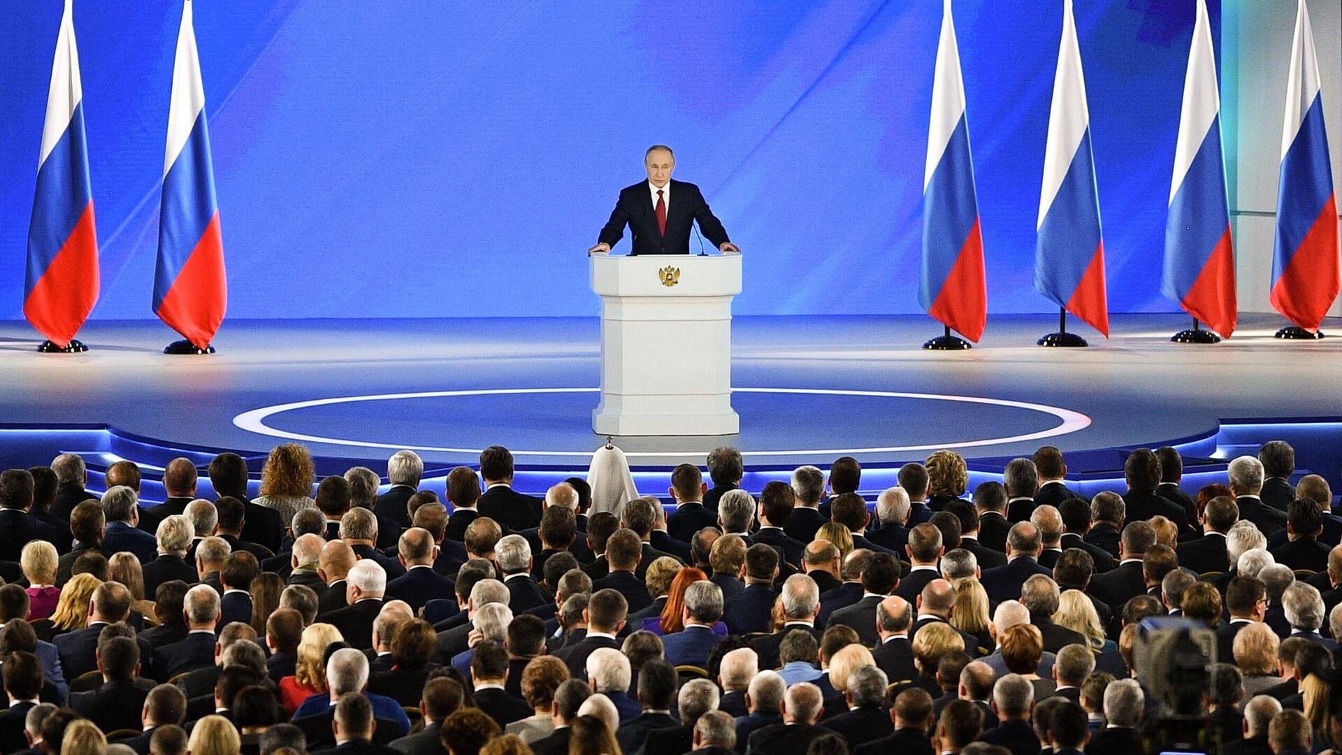 Президент России Владимир Путин выступает с ежегодной речью перед Федеральным собранием - РИА Новости, 1920, 25.02.