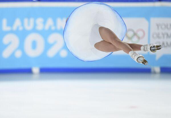 Аполлинария Панфилова в паре с Дмитрием Рыловом (Россия) выступает с произвольной программой в парном фигурном катании на зимних юношеских Олимпийских играх 2020