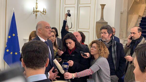 Министр иностранных дел Греции Никос Дендиас во время заявления после переговоров с командующим Ливийской национальной армией маршалом Халифой Хафтаром