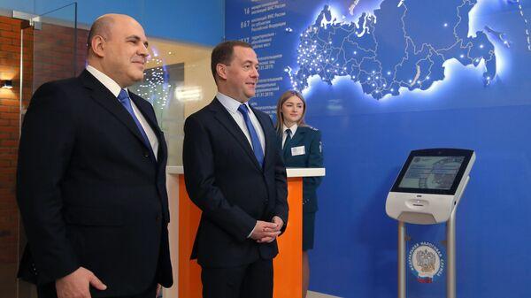 Медведев назвал смену кабмина естественной ситуацией в период перемен