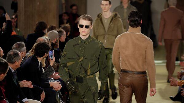 Модель на показе Salvatore Ferragamo в рамках недели моды в Милане