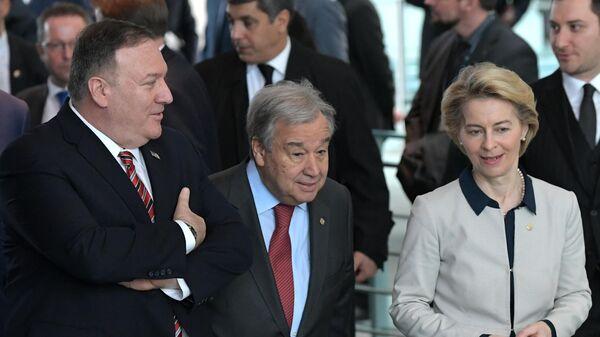 Госсекретарь США Майк Помпео, генеральный секретарь ООН Антониу Гутерреш и председатель Европейской комиссии Урсула фон дер Ляйен на Международной конференции по Ливии в Берлине