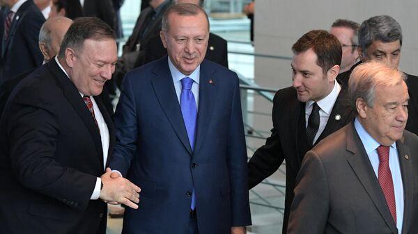 Госсекретарь США Майк Помпео и президент Турции Реджеп Тайип Эрдоган на Международной конференции по Ливии