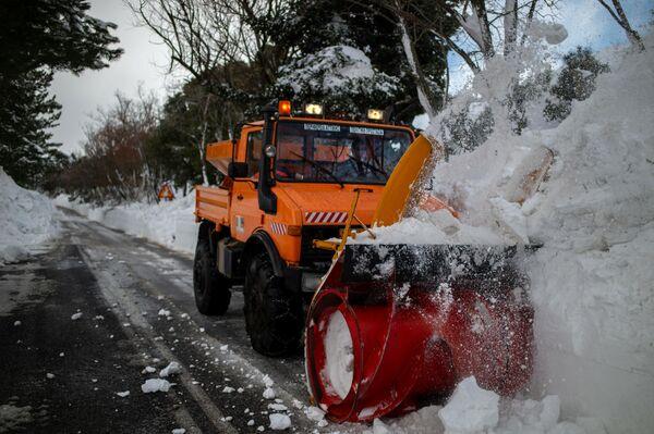 Уборка снега в Греции