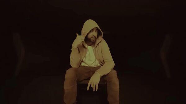 Кадр из видео Godzilla американского исполнителя Eminem