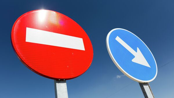 Запрещающие знаки. В Литве докопались до дорожного столба