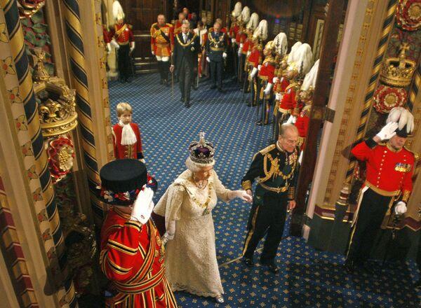 Королева Великобритании Елизавета Вторая перед выступлением в Парламенте