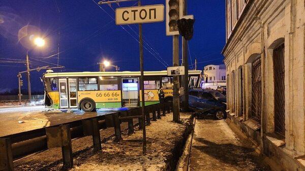 Место ДТП с участием автобуса в Ярославле