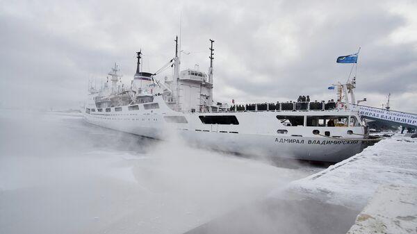 Океанографическое исследовательское судно Адмирал Владимирский ВМФ РФ достигло побережья Антарктиды