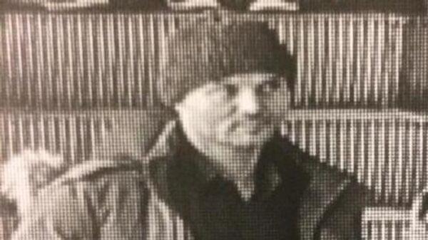 Мужчина, оставивший детей в аэропорту Шереметьево. Стоп-кадр записи камеры видеонаблюдения
