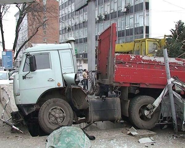 ДТП в Ростове-на-Дону. Водитель умер за рулем КамАЗа