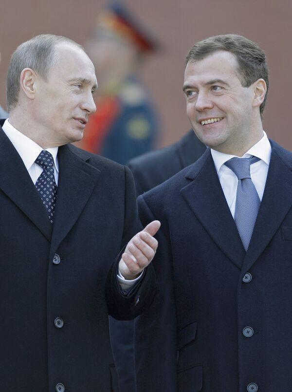 Тандем Медведев-Путин: двенадцать событий первого года