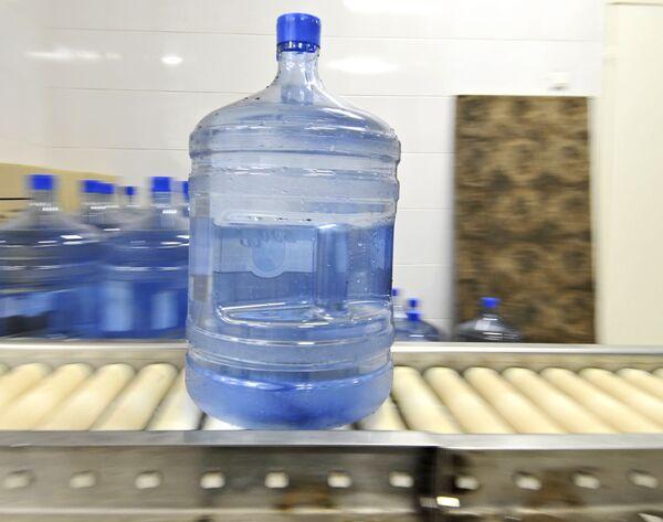 Саратовцы из-за слухов о легочной чуме скупили всю питьевую воду