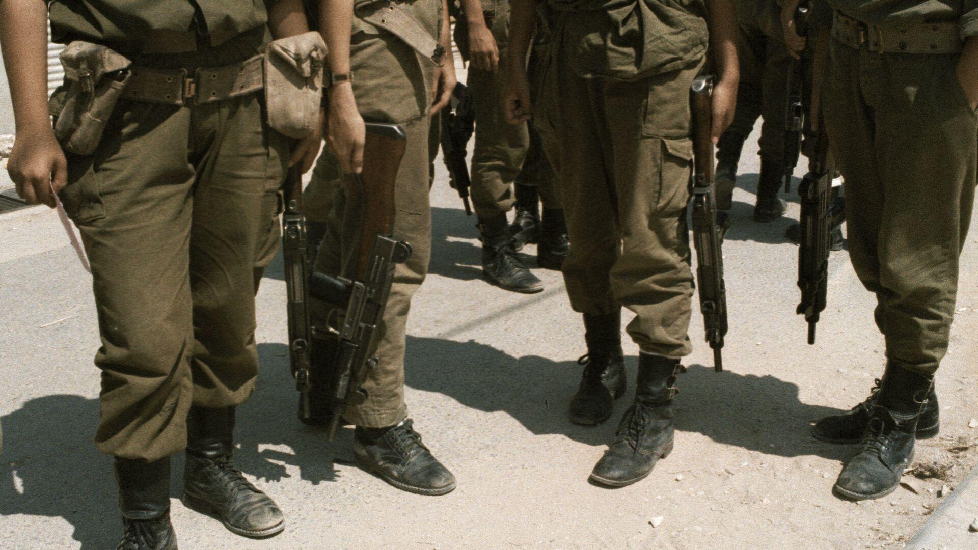 Израильские солдаты с оружием в руках - РИА Новости, 1920, 13.05.2021