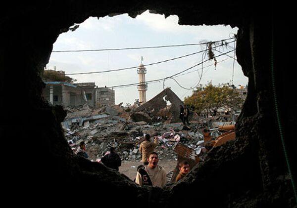 Разрушенные здания после воздушной атаки израильскими военными в секторе Газа