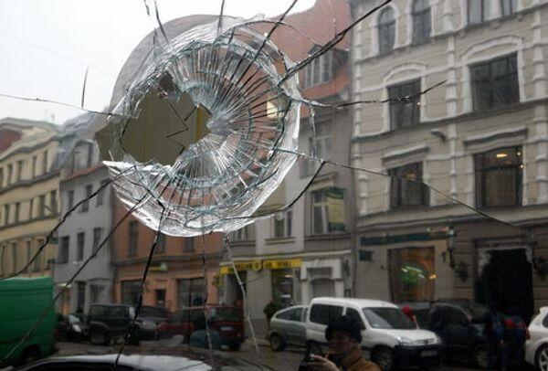 Последствия массовой акции протеста оппозиции против кризиса в Риге. Архив
