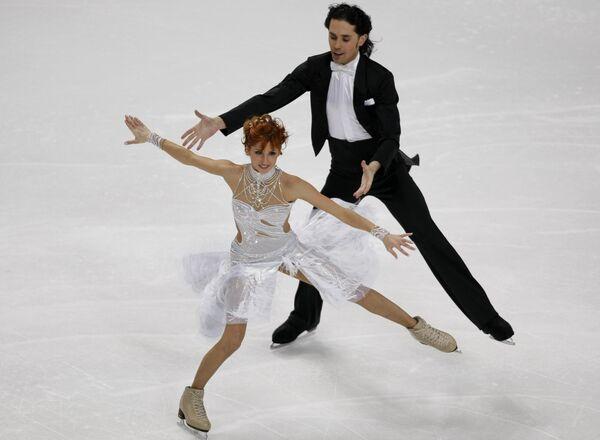Яна Хохлова и Сергей Новицкий исполняют обязательный танец на ЧЕ по фигурному катанию в Хельсинки