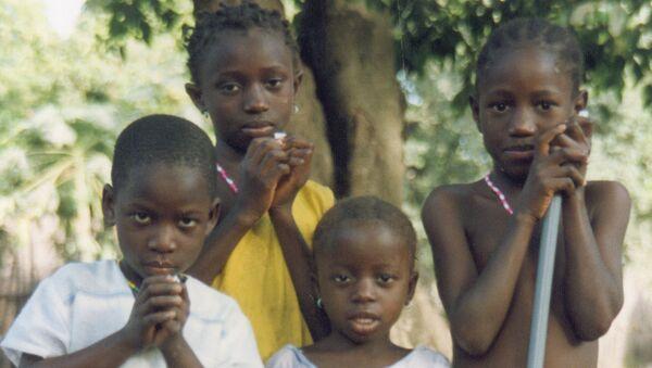 Голодающие дети, архивное фото