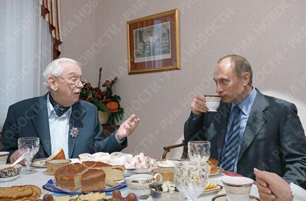 В.Путин в гостях у С.Михалкова в день его 90-летия