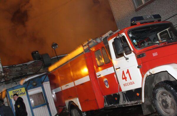 Детская спортшкола горела на юге Москвы