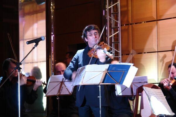 Маэстро Башмет во время выступления в Сочи