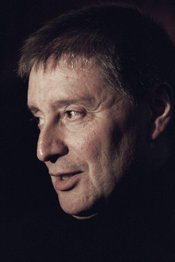 9 октября, на НТВ – премьера исторического детектива с Вениамином Смеховым «Дело темное». Известный актер выступит в роли сыщика.