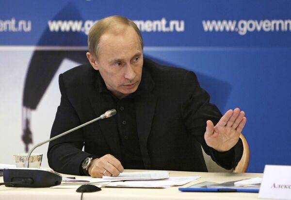 Премьер-министр РФ Владимир Путин провел совещание во Дворце культуры города Кириши