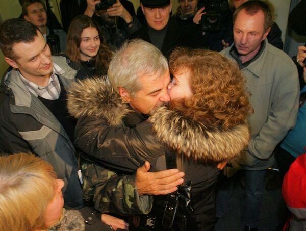 Два моряка с сухогруза Фаина прилетели на родину в Петербург