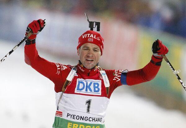 Бьорндален и еще 11 биатлонистов нарушили правила при прохождении трассы, то есть сократили в районе финиша для себя дистанцию