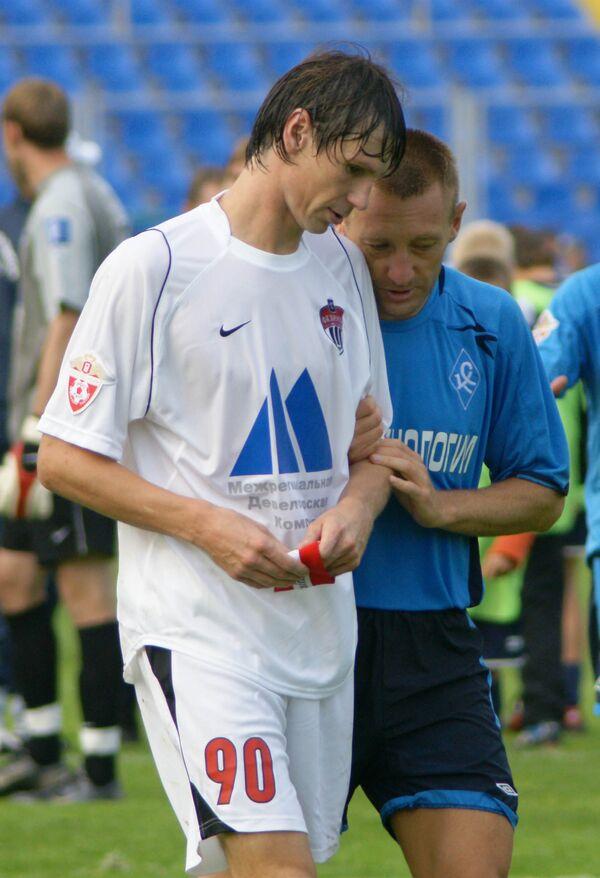 Егор Титов (в белой форме) и Андрей Тихонов (в голубой майке)
