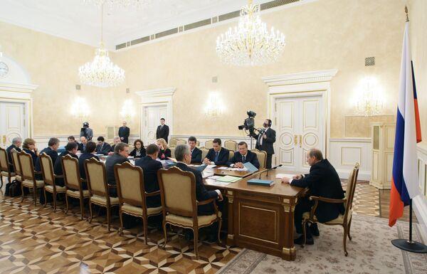 Владимир Путин провел во вторник совещание по экономическим вопросам