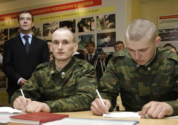 Дмитрий Медведев в учебном центре подготовки младших специалистов танковых войск