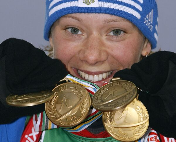 Ольга Зайцева с четырьмя медалями чемпионата мира по биатлону