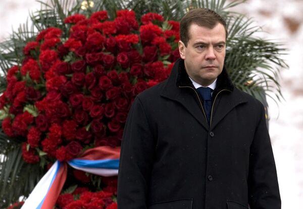 Президент РФ Д.Медведев возложил венок к могиле Неизвестного Солдата в Москве