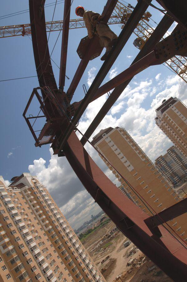 Строительная отрасль, конечно, просела, но ведь это чисто рыночный сектор, - сказал Иванов