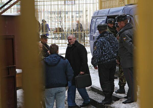 Михаил Ходорковский и Платон Лебедев доставлены в здание Хамовнического суда