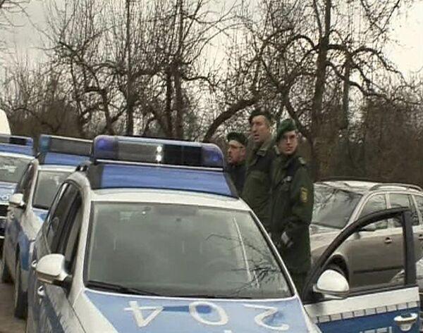 Полиция возле гимназии города Виннендене, в которой была открыта стрельба