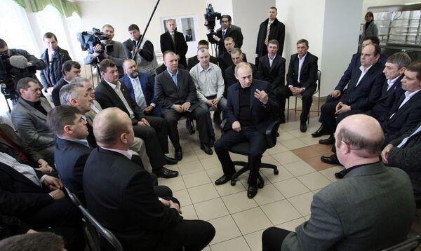 Премьер-министр РФ Владимир Путин предостерегает регионы от чиновничьего самодурства в работе с инвесторами.